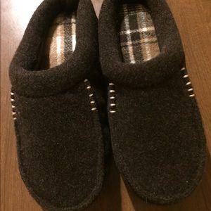 Men's dearfoams slippers size S